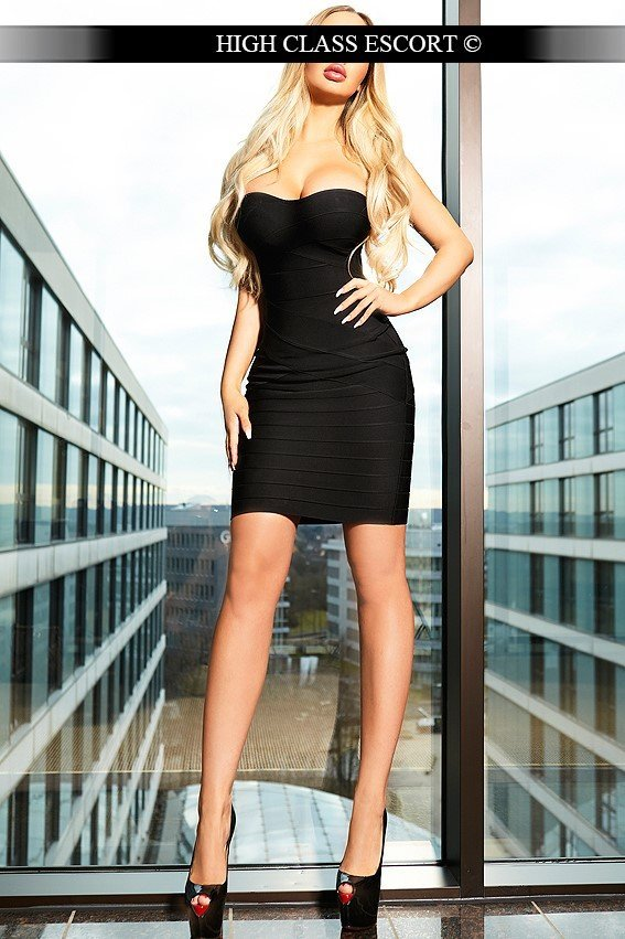 Escort Dusseldorf Model Nikki provides escort service
